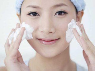 毛穴の黒ずみにおすすめの洗顔料は?黒ずみを解消する正しい洗顔方法も教えて?